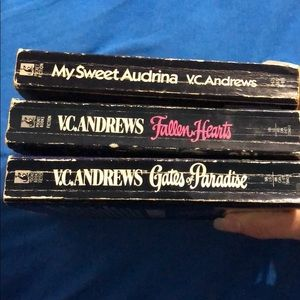 V.C. Andrews Bundle🤑